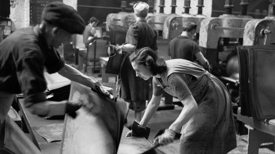 How women's workwear has evolved - BBC Worklife