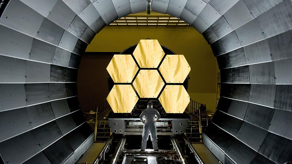 The first six flight-ready primary mirror segments are prepped to begin final cryogenic testing at Nasa's Marshall Space Flight Center. (Copyright: Nasa)