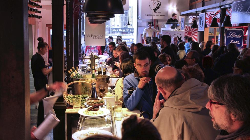The lunchtime tapas rush at Mercado Miguel in central Madrid. (iStock)