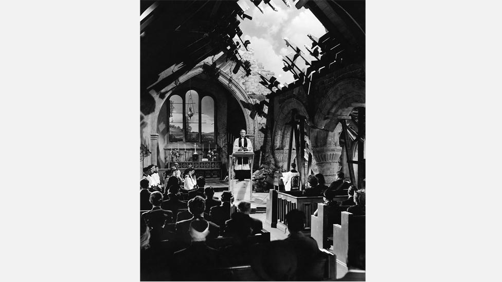 Henry Wilcoxon delivers the rousing vicar's sermon in Mrs Miniver (Photos 12 / Alamy)