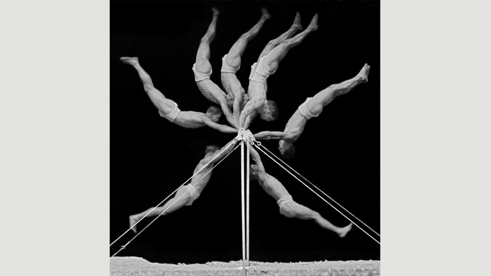 Chronophotograph of an exercise on the horizontal bar, 1906 (Credit: Georges Demenÿ)