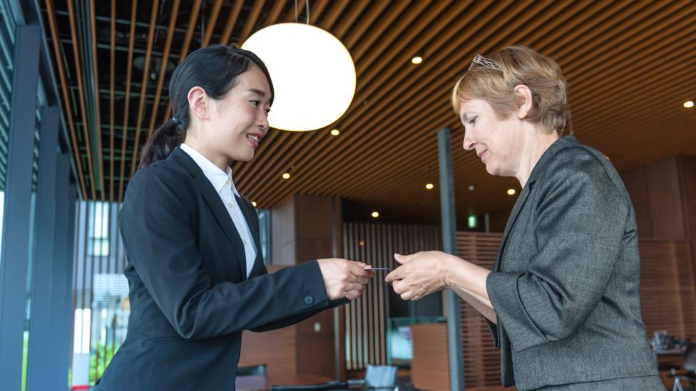 Business women exchanging cards in Kyoto, Japan (Credit: Pavliha/ Getty Images)