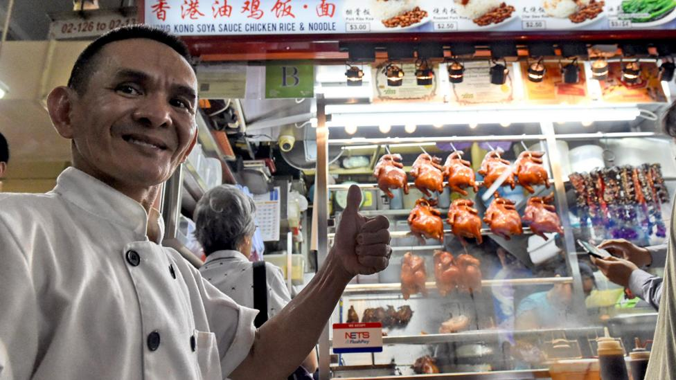 Singaporean chef Chan Hong Meng in front of his Michelin-starred chicken rice and noodle stall (Credit: Getty Images)