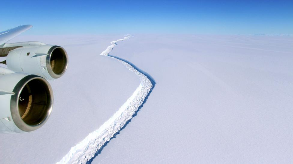 A second rift was recently discovered in the Larsen C ice shelf on the Antarctic peninsula (Credit: NASA/John Sonntag)