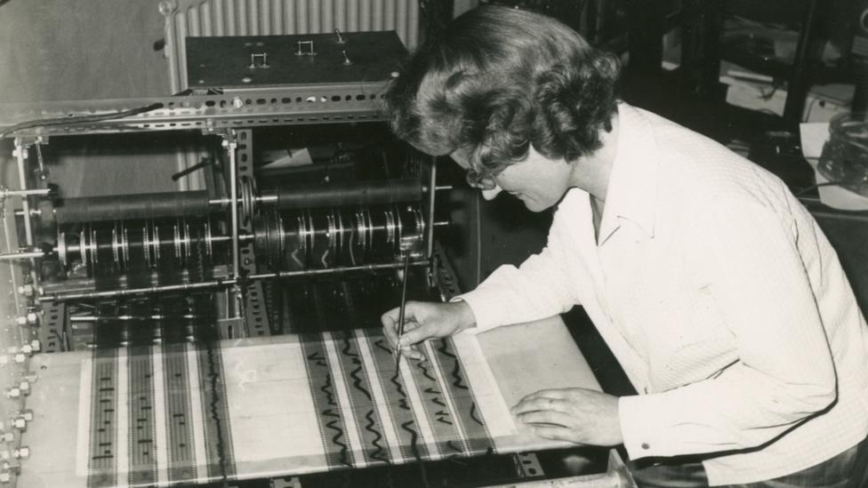 Oram draws timbres on the Oramics machine (Credit: Fred Wood/Daphne Oram)