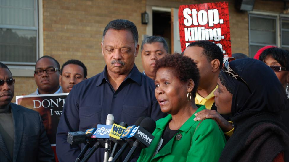 Jesse Jackson stands with Rose Braxton at a 2009 rally in South Side, Chicago; Braxton's 16-year-old nephew was beaten to death in a brawl (Credit: Getty Images)
