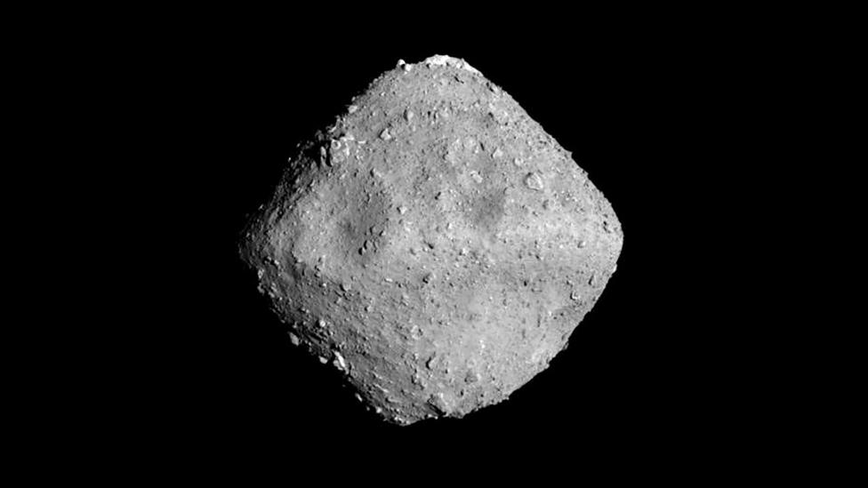 Japan's Hayabusa2 rover recently captured stunning images of the Ryugu asteroid, which orbits the sun between Earth and Mars (Credit: JAXA/University of Tokyo)