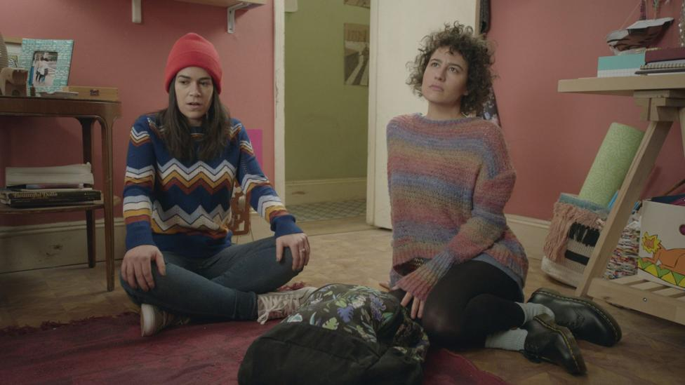 Two best friends played by Abbi Jacobson and Ilana Glazer, try to navigate New York City life in Broad City (Credit: Comedy Central)
