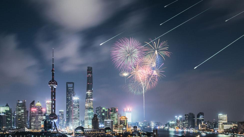 A simulation of an artificial meteor shower above the Shanghai skyline (Credit: Astro Live Experiences)