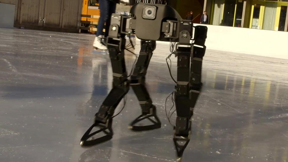 The robot that learned how to skate on ice