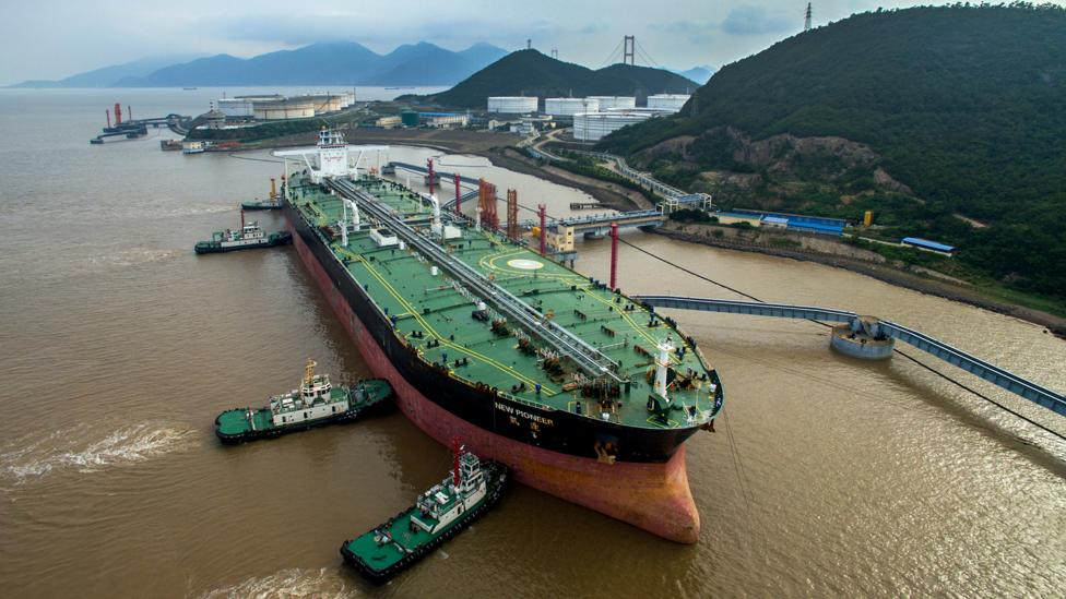 A supertanker taking on crude oil in China (Credit: Getty Images)
