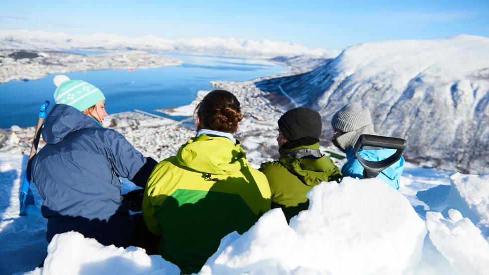 Students in snow (Arctic University of Norway)